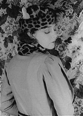 Actress Dorothy Gish showcasing wide shoulders.